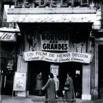 Façade du cinéma le Delta, dans le quartier Barbès de Paris. Cinéma disparu.