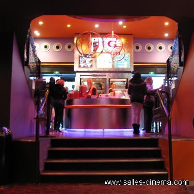Cinéma Gaumont Opéra Français à Paris, sur les Grands Boulevards: hall du cinéma.