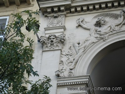 Ancien cinéma Gaumont Gobelins Rodin à Paris: façade et sculptures