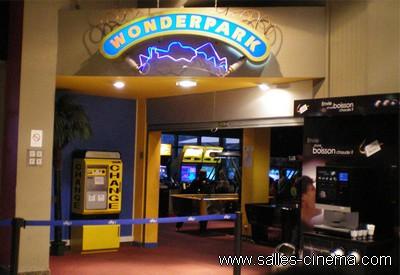 Cinémas Pathé Cap Sud à Avignon: la salle de jeux.