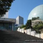 Multiplexe UGC Ciné Cité à la Défense: façade du cinéma de 16 salles