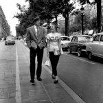 Jean-Paul Belmondo et Jean Seberg secendant les Champs-Elysées dans A Bout de souffle de Jean-Luc Godard